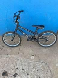 Bicicleta infantil Caloi (350,00)
