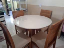Mesa de madeira maciça 4 lugares