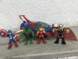 Vingadores, nave do capitão América com bonecos