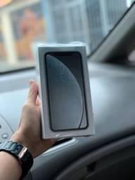 IPhone XR Lacrado 1 ano de garantia. Aceito cartão
