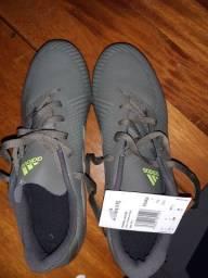 Chuteira Adidas nunca usada