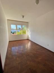 Apartamento de, 2dormitórios com dependência em Capoeiras