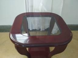 Mesa lateral com tampa de vidro