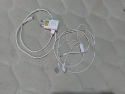 Carregador celular e fone ouvido