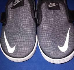 Sapatinho Nike original numeração 22