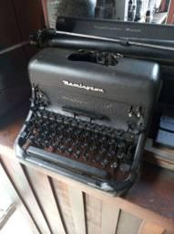 Vendo uma máquina de escrever antiga