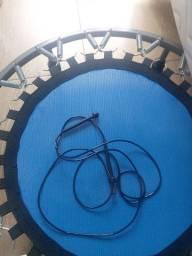 Trampolim, roda abdominal e corda