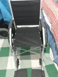 Vende-se cadeiras de rodas.