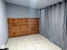 Aluga-se um cômodo com banheiro