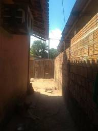 Vendo uma casa 2quarto sala cozinha banheiro toda de alvenaria e murada