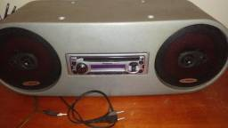 Caixa com cd player e 2 alto falantes