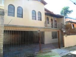 Casa colonial para locação no Bairro Cachoeirinha com 3 quartos e garagem para 4 carros