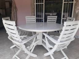 Vendo conjunto de mesa + 6cadeiras.