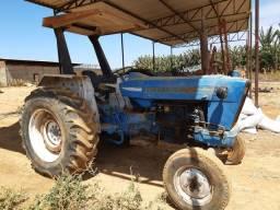 Trator Ford 6600 arado