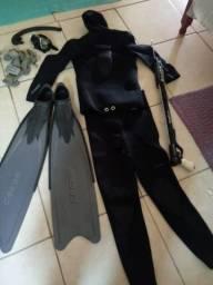 Roupa de mergulho com snork,óculos,pé de pato e peso