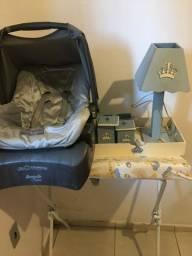 Trocador + bebê conforto e kit higiene
