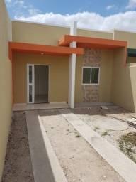 Casa plana nova com 3 quartos bem localizada na Pajuçara em Maracanau