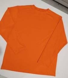 Bermudas Laranja e Camisetas
