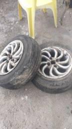 vendo um pneu semi novo 185 65 14 mais duas rodas 14