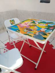 Mesa branca de ferro infantil, sem uso