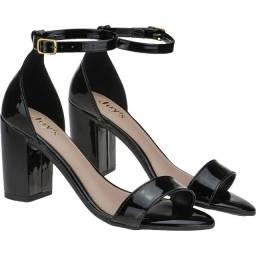 Sandália verniz salto bloco preta