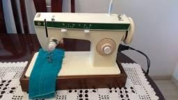 Maquina de Costura Singer 247 em ótimo estado, uma ótima costura,