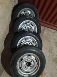Rodas com pneus da Brasília
