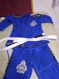 Kimono de Jiu-Jitsu semi-novo Tam: M4