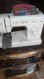 Maquina de mesa Singer usada em bom estado.