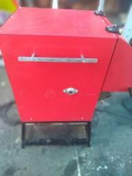 Maquina de assar espetinho e outra de frango