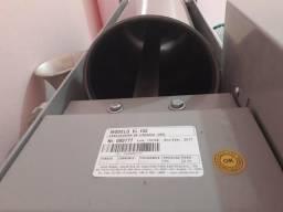 Ensacadeira de linguiças(canhão) capacidade de 10kg seminova.