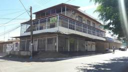 Sobrado em Brasília com ponto comercial, apartamento, garagem