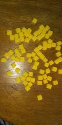 Futebol de botão dadinhos amarelos