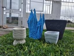 Para o seu jardim: Vasos de cimento a partir de 15 reais