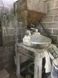 Moinho de pedra e fábrica de canjica para produção de Fubá