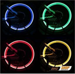 Par de Luzes Capa de Válvula de Pneu / Luz de LED para Carro / Motocicleta / Bicicleta