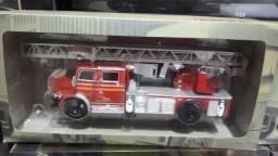 Miniatura caminhao de bombeiro