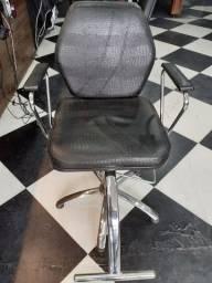 Cadeira DARUS RECLINÁVEL Super Nova e conservada, sem nenhum detalhe