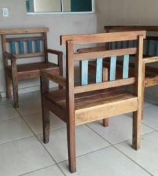 Bancos de madeira, painel tv, mesa de mdf, potes tupperware e liquidificador