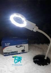 Luminária com lupa