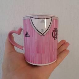 Caneca de cerâmica Flamengo 325ml alça de coração Rosa