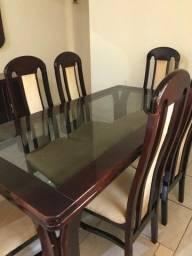Jogo mesa de jantar com 6 cadeiras, acompanha armário do mesmo jogo
