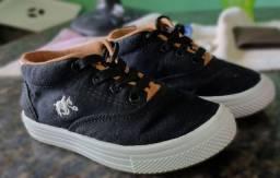 4 pares de sapatos Infantis N° 25/26  semi novos.