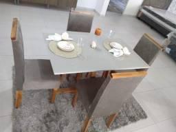 Conj mesa com 4 cadeiras de madeira de eucalipto