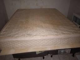 Vendo cama king de mola completa tá um pouco amarelada apenas 600 reais