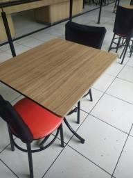 Troco uma mesa de MDF 60x60 com 2 cadeiras por uma casinha grande de cachorro
