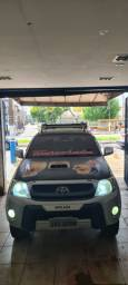Toyota hilux 3.0 com som automotivo e basculante