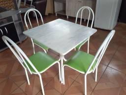 Mesa de mármore com 4 cadeira (ENTREGO)