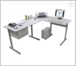 Mesa em L 180x160 com 2 gavetas.