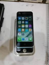 Vendo iPhone 5c, acompanhado com carregador 16gigas na caixa